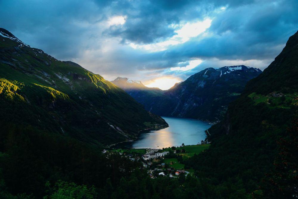 Exploring Storseterfossen Waterfall - A Waterfall In Norway You Can Walk Behind! (31)