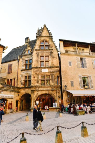The Old Historic French Town Of Sarlat (6)