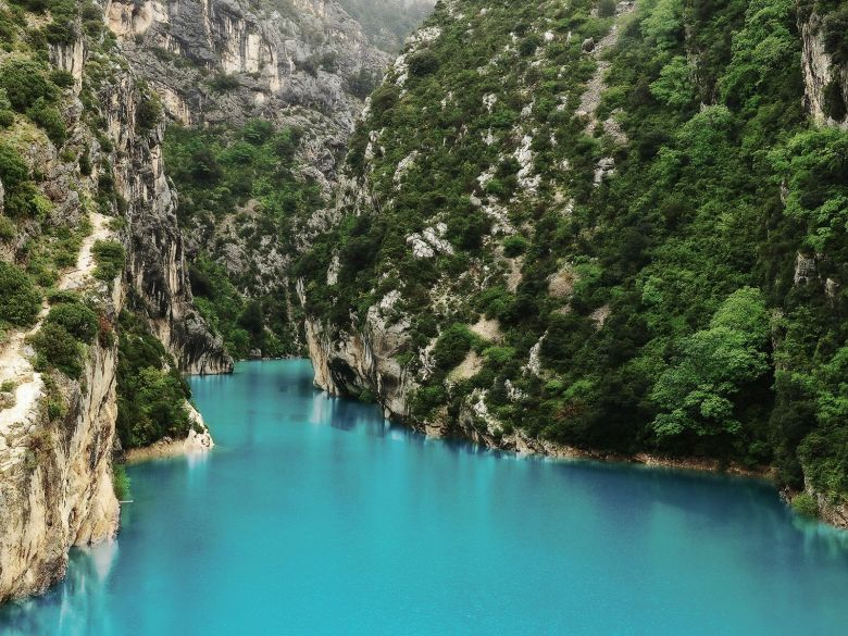 12 Stunning Places You Must Visit On A Road Trip In France (4)