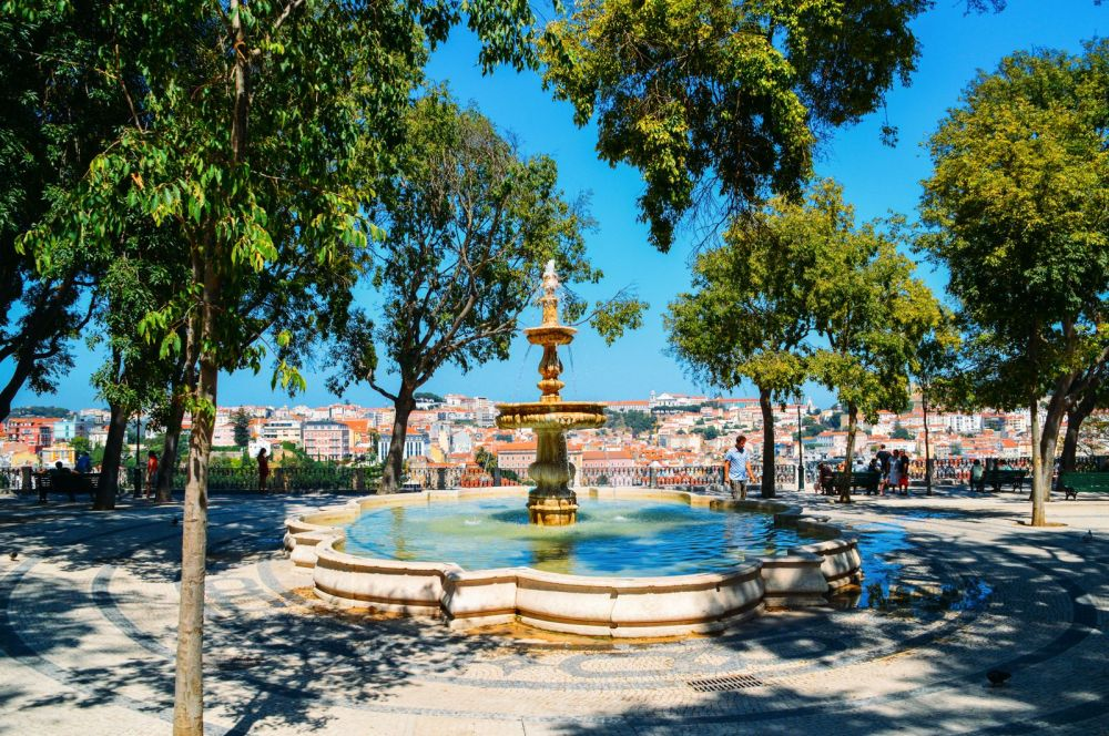 10 Places With The Best Views In Lisbon, Portugal (6)