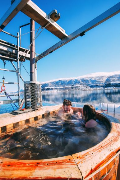 Visiting The Artic Circle in Tromso and Sommaroy in Norway, Europe. Northern Lights, Snow Mountains, Seaside (25) (9)