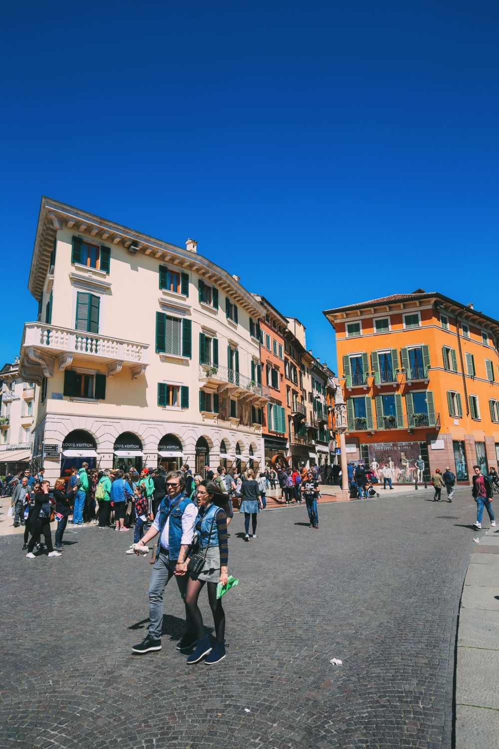 Arriving Into Fair Verona – The Italian Home Of Romeo And Juliet (7)