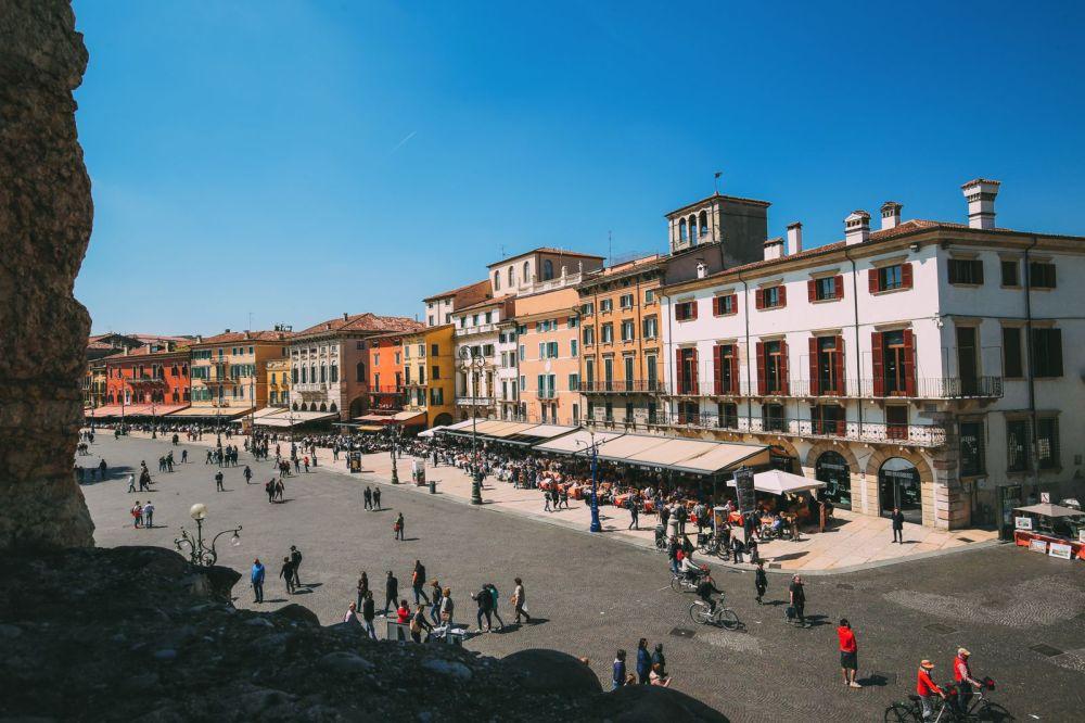 Piazza Bra And Arena di Verona... Italy (10)