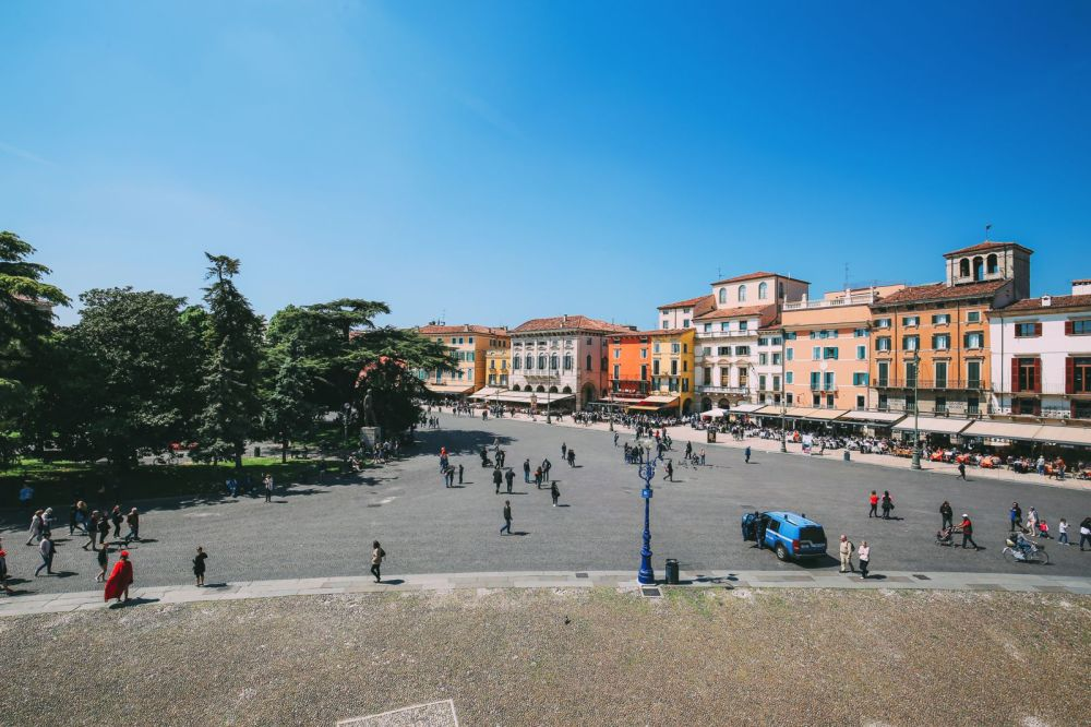 Piazza Bra And Arena di Verona... Italy (13)