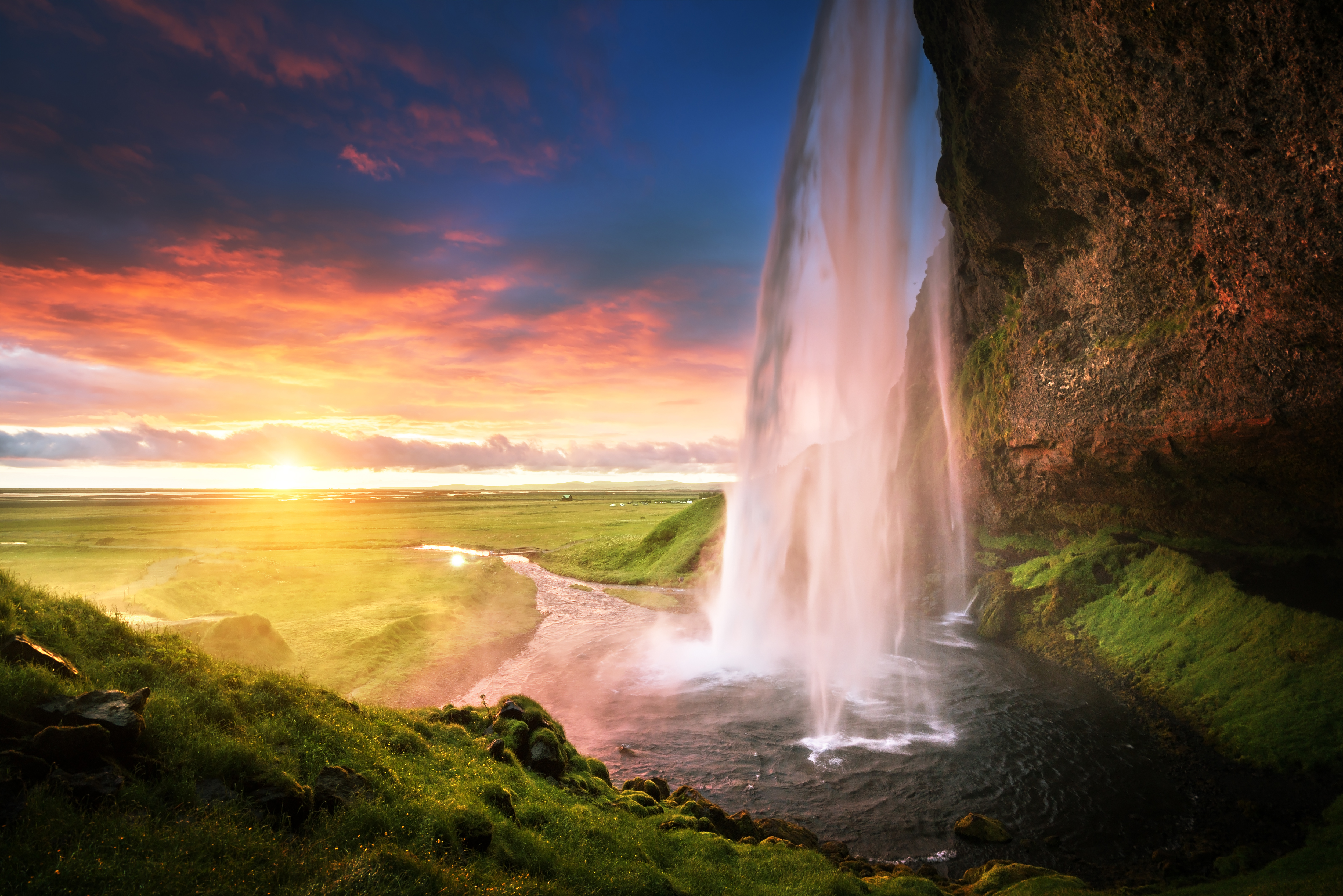 The Complete Guide On Things To See And Do In Iceland (1)