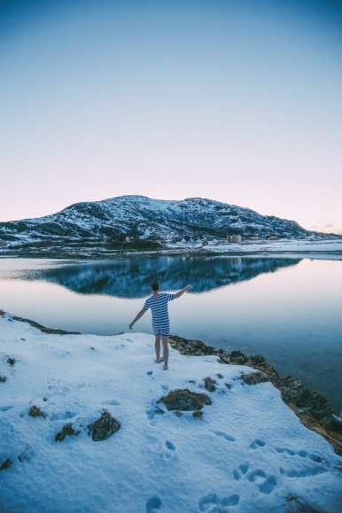 What's It Like To Swim In The Freezing Artic Sea? (5)