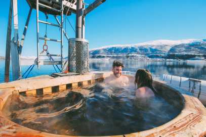 What's It Like To Swim In The Freezing Artic Sea? (30)