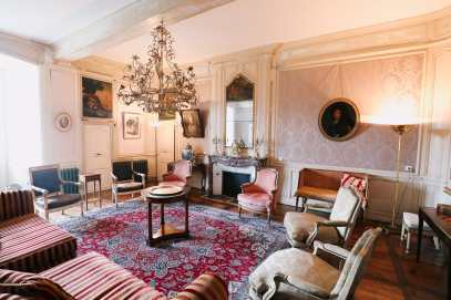 Here's How To Stay In A Castle In France (5)