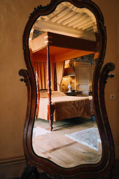 Here's How To Stay In A Castle In France (16)