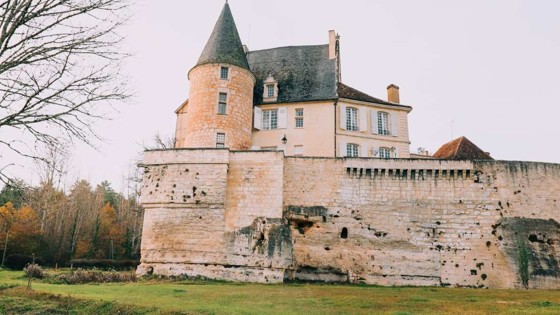 Here's How To Stay In A Castle In France (23)