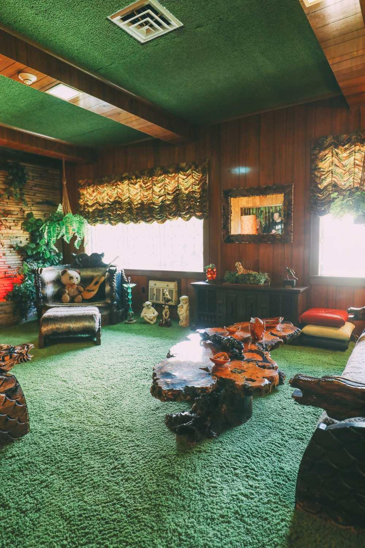 Visiting Graceland - The Home Of Elvis Presley (26)