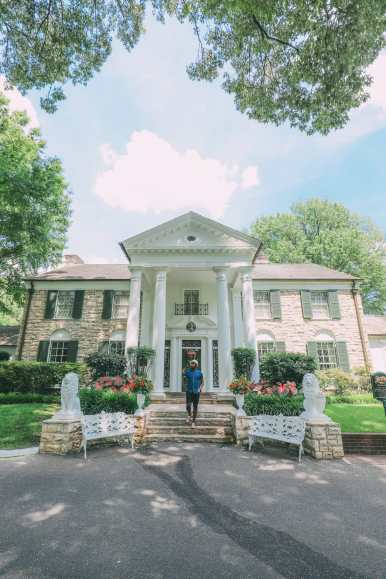 Visiting Graceland - The Home Of Elvis Presley (34)