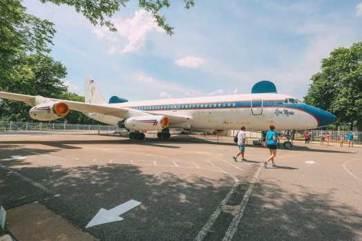 Visiting Graceland - The Home Of Elvis Presley (36)