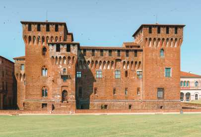 Why You Need To Visit The Ancient City Of Mantua, Italy (7)