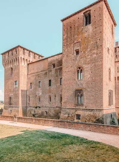 Why You Need To Visit The Ancient City Of Mantua, Italy (24)