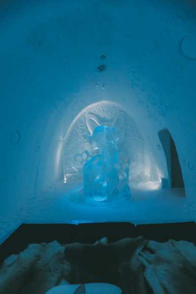 Here's What The ICEHOTEL Looks Like Inside (62)