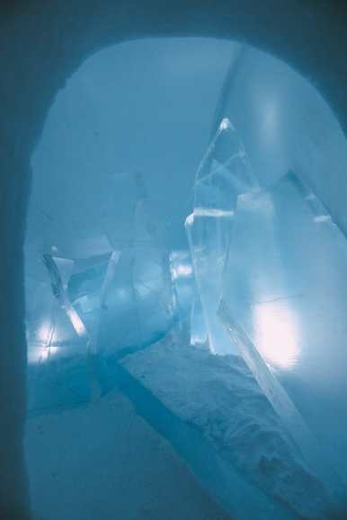 Here's What The ICEHOTEL Looks Like Inside (67)