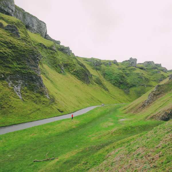 Finding Winnats Pass And An Underground Lake In The Peak District, England (20)