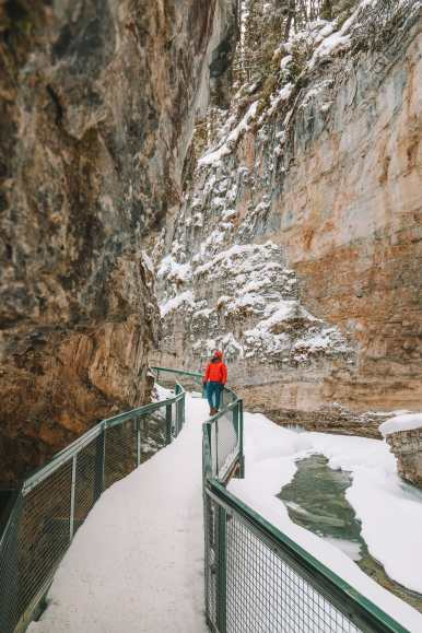 Hiking Johnston Canyon And Seeing The Northern Lights Over Canada (7)