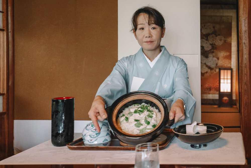 Visiting The Geisha District And Kaiseki Dining In Kanazawa - Japan (13)