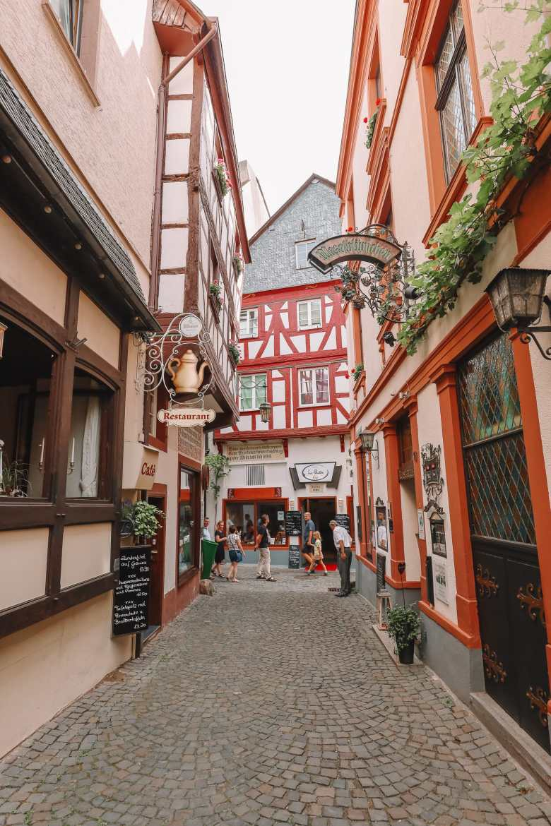 The Incredible Moselle Loop And Beautiful Town Of Bernkastel Kues In Germany (11)