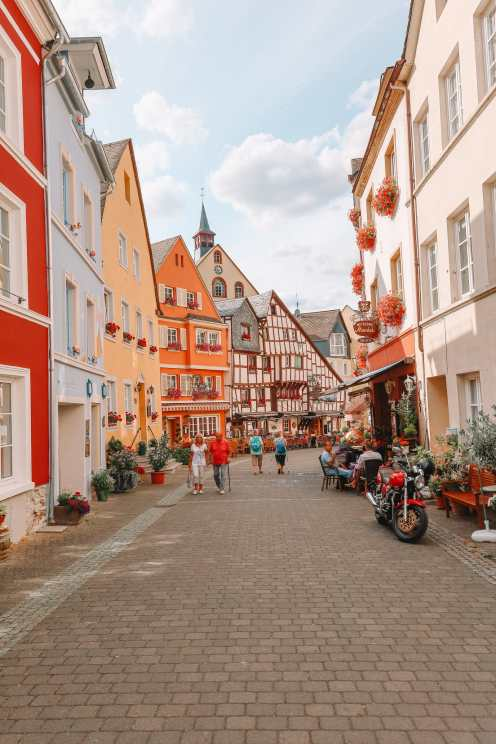 The Incredible Moselle Loop And Beautiful Town Of Bernkastel Kues In Germany (32)