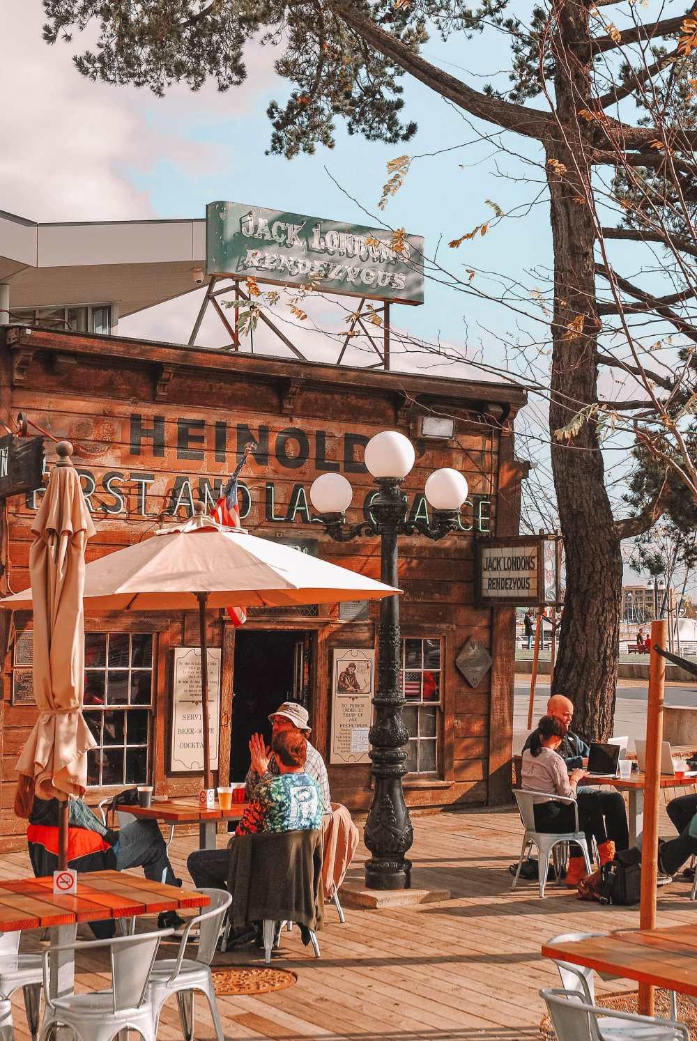 Historic bar in Oakland