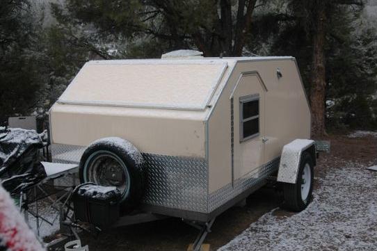 01-vector-teardrop-camper