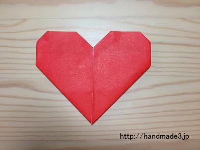 折り紙でハートの手紙を折った