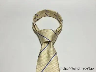 ネクタイのウインザーノットの結び方
