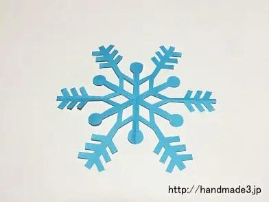 折り紙で雪の結晶の切り紙を作った