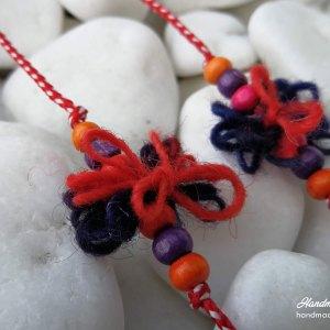 Мартеници за ръка с цветни вълнени нишки
