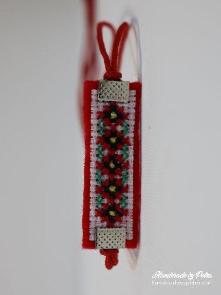Мартеница за ръка с шевица 5 цветчета - handmadebypetra.com