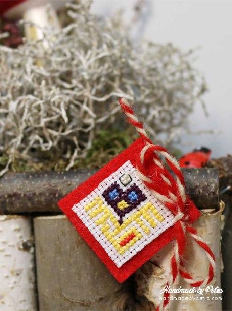 Мартеница за ревер в жълто - handmadebypetra.com