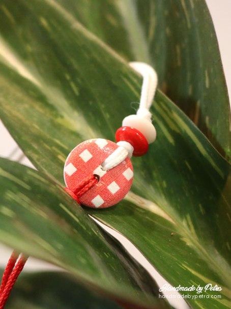 Мартеница за ръка с копче - 9 квадратчета- handmadebypetra.com