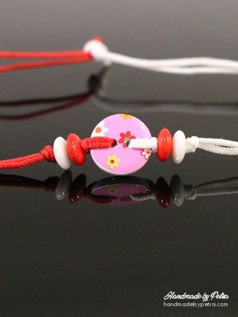 Мартеница за ръка с розово копче и цветя