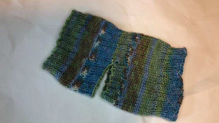 棒編みの靴下 初心者は?一色でかかと無しは?