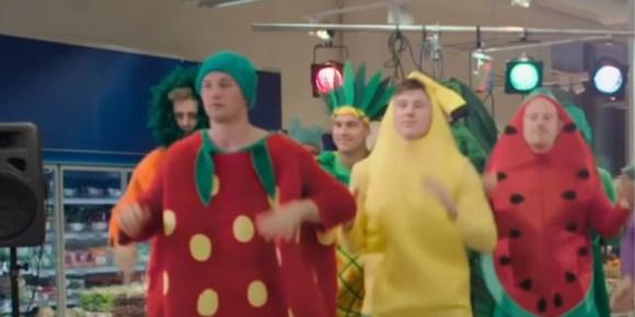 Vidéo   Quand Sander Sagosen se transforme en fraise géante