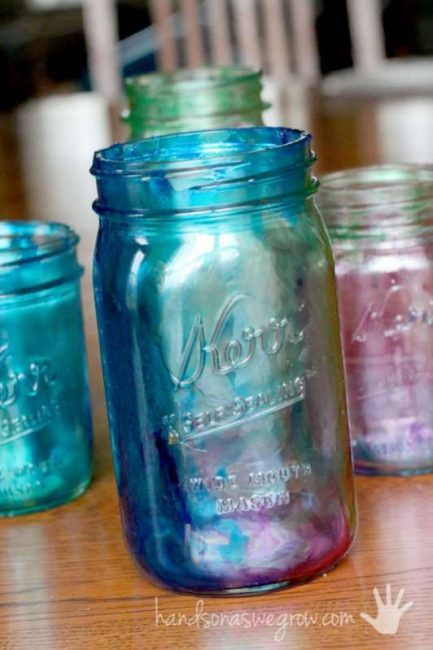 Your kids will love learning how to tint mason jars in this simple craft!