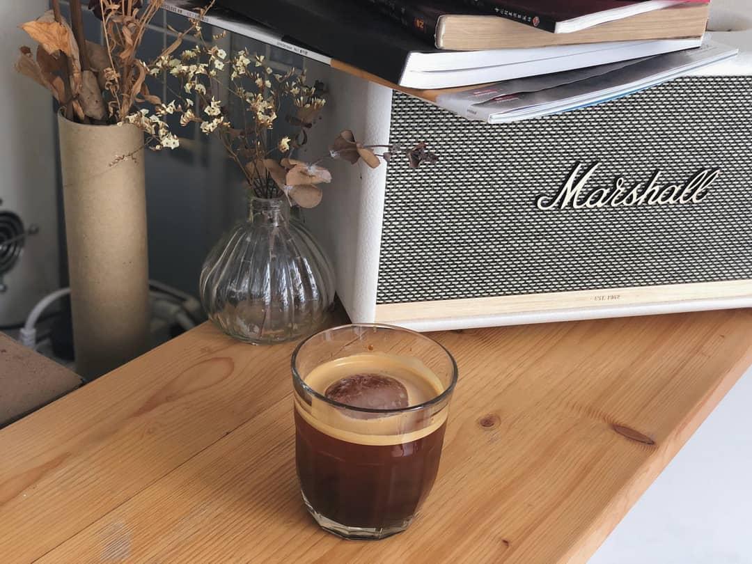 【黃咖啡店】3間深水埗區黃cafe 精品咖啡|手沖咖啡|假日去邊 – 手停口停工作室