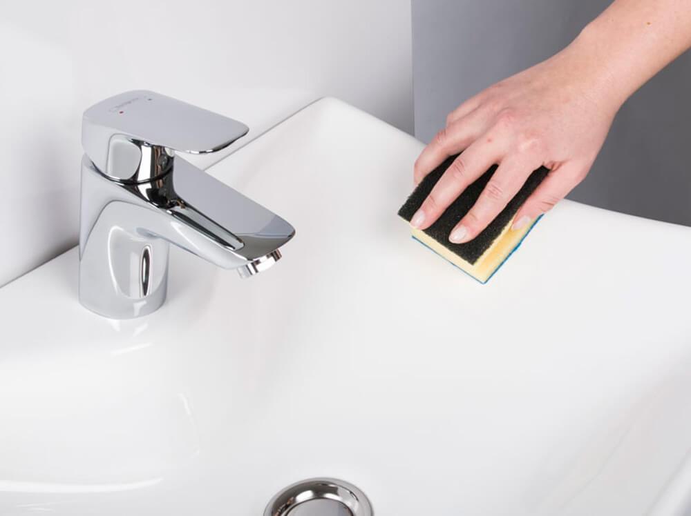 waschbecken polieren kratzer einfach entfernen. Black Bedroom Furniture Sets. Home Design Ideas