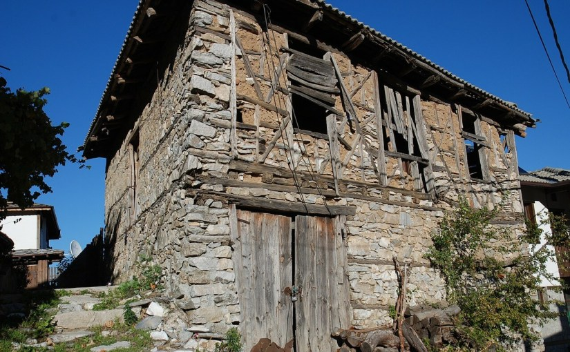 Image of an old dilapitated house