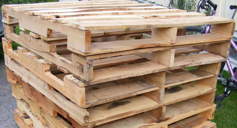 How to build raised beds in your garden out of old pallets for How to make garden beds from pallets