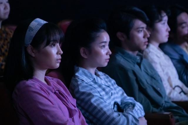 なつ、夕見子と雪次郎で映画を見る