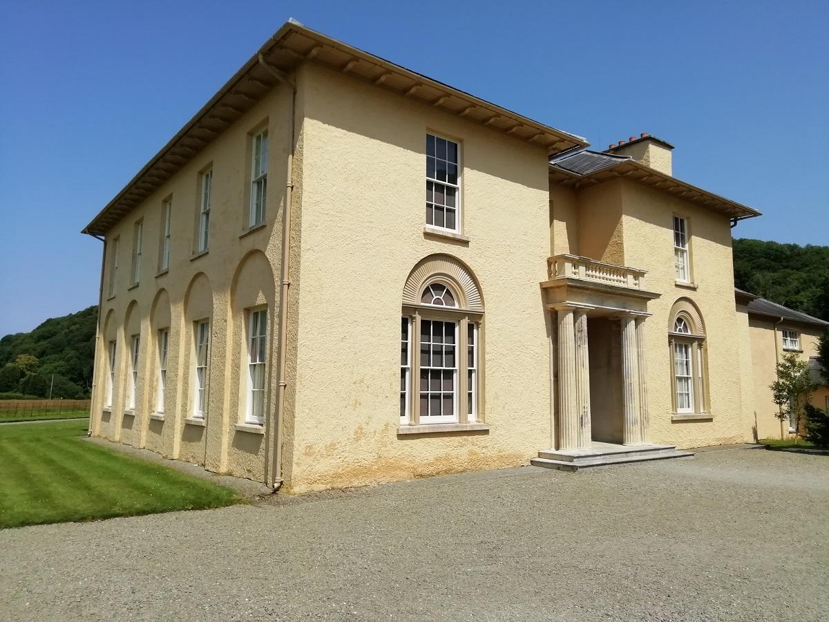 Tŷ Llanerchaeron a ddyluniwyd ac a adeiladwyd gan John Nash ym 1794-96