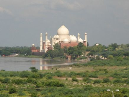 640px-tazmahal_on_the_bank_of_yamuna_clicked_from_agra_fort