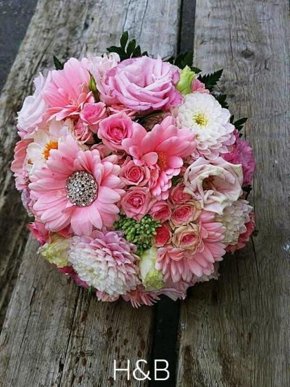 menyasszonyi rózsaszín csokor swarovski kövekkel