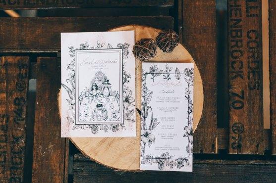 Menükarten Hochzeit Menükarte Getränkekarte Vintage Papeterie Do it yourself Altrosa Alice im Wunderland Hochzeit