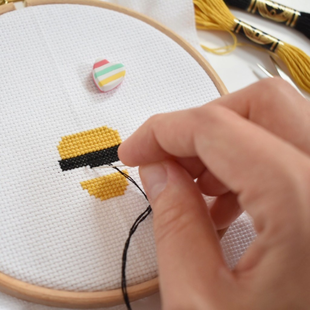 cross-stitching-a-bee-design