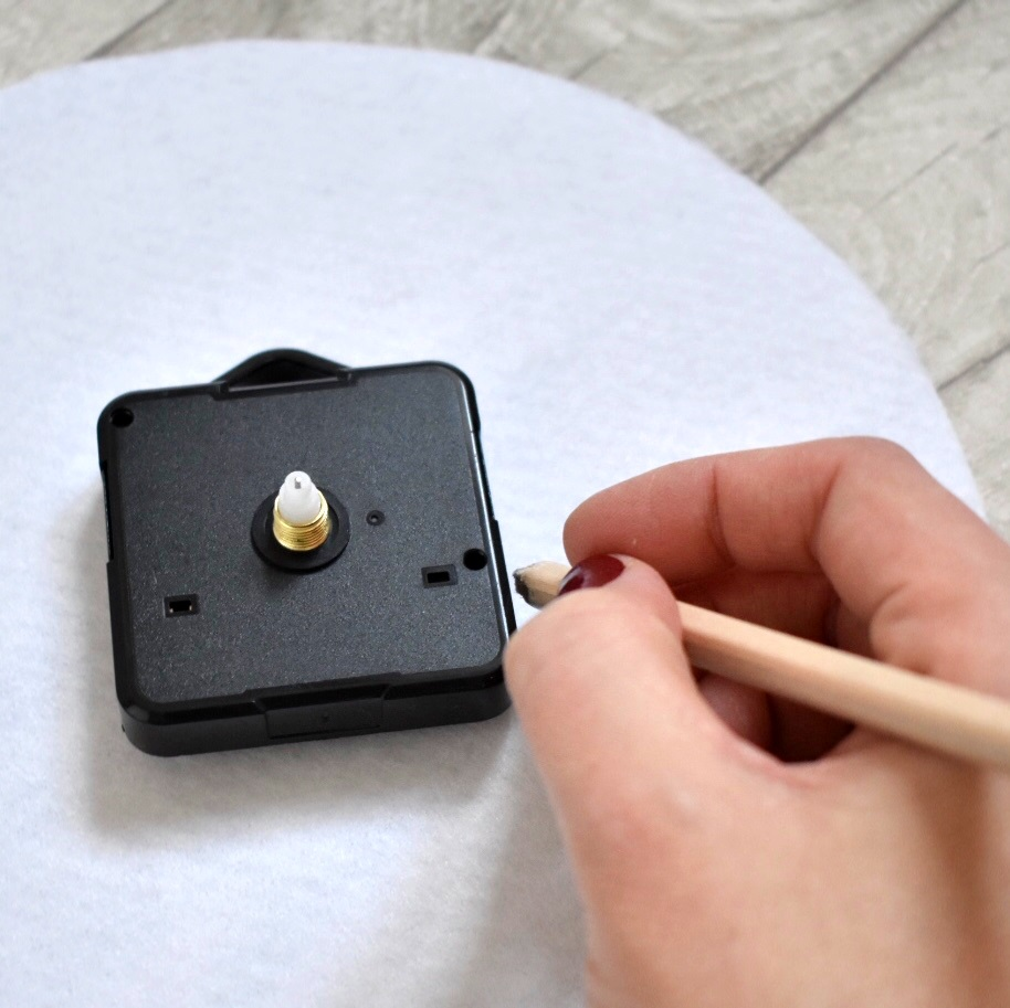 cross-stitch-clock-tutorial-draw-around-clock